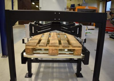 Roller conveyor with empty euro pallet transfer constructed by Bofab Conveyor AB Vadstena