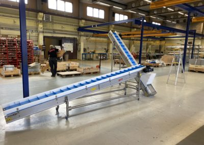 Stainless steel belt conveyor with removable side edges- Bofab Conveyor AB
