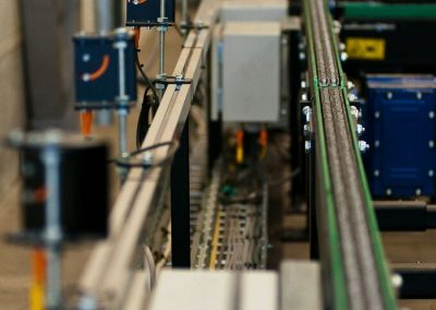 Roller Chain Conveyor with light sensors constructed by Bofab Conveyor AB for Toyota Material Handling Manufacturing Sweden AB Mjölby