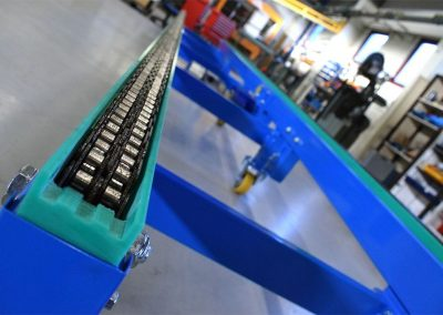Roller Chain Conveyor on wheels constructed by Bofab Conveyor AB Vadstena
